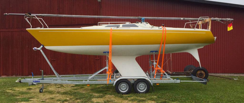 TR2700L med segelbåt