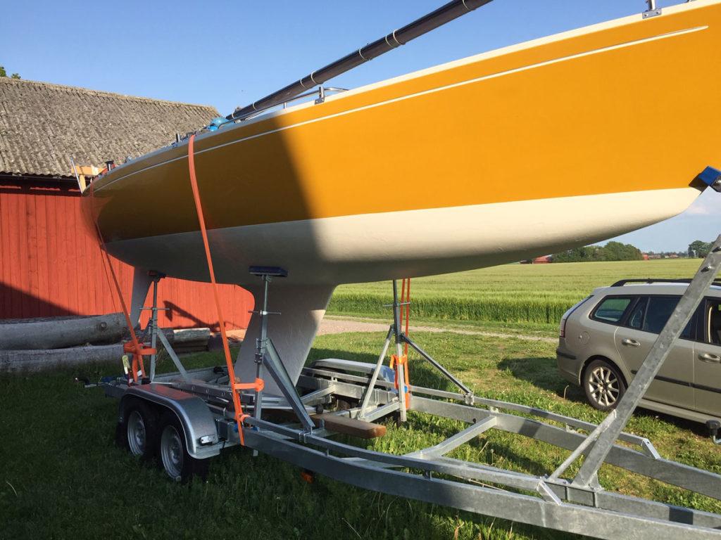 TR2700L med båt, stöttor